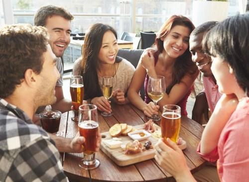 happy-hour-friends-eating-restaurant-bar